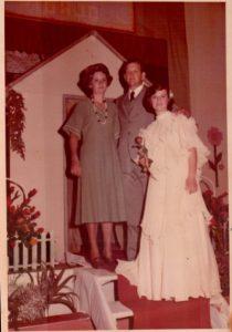 Maria Cleni com os pais Arsildo e esposa.