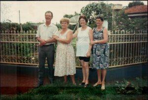 Tio Raimundo, mamãe Maria, tias Hedda e Florida.