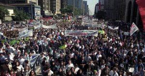 22mai2012---manifestantes-fazem-ato-pelo-impeachment-do-entao-presidente-fernando-collor-de-mello-na-avenida-paulista-em-sao-paulo-em-setembro-de-1992-1337700448104_956x500