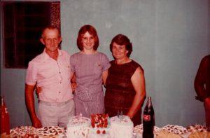 Leo e Maria com filha Terezinha em seu aniversário.